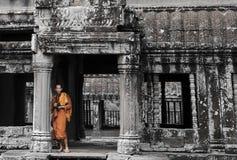Monnik in Angkor Wat royalty-vrije stock fotografie