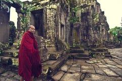 Monnik in Angkor Wat (Tempel Bayon) Stock Foto