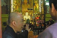 Monnik bij Po Lin klooster royalty-vrije stock foto