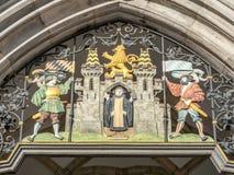 Monnik die München op voorgevel van Nieuw Stadhuis bouwde Stock Fotografie