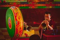 Monnik in een boeddhistische Tempel Royalty-vrije Stock Foto