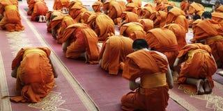 Monnik Praying stock fotografie