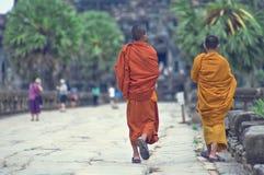 Monniken in Angkor Wat Stock Afbeelding