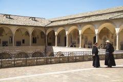 Monniken in assisi Italië stock afbeeldingen