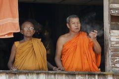 Monniken bij balkon Stock Foto