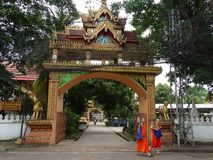 Monniken en details van beeldende kunsten bij Boeddhistische tempel Royalty-vrije Stock Afbeeldingen
