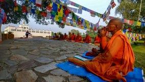 Monniken van Lumbini, Nepal stock fotografie