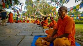 Monniken van Lumbini, Nepal stock foto's