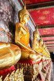Monniks gouden beeld van Boedha Stock Fotografie
