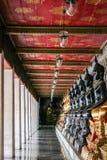 Monniks zwart en gouden beeld van Boedha Royalty-vrije Stock Foto's