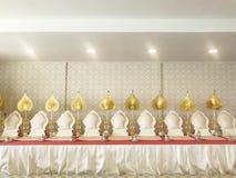Monnikszetels voor monnik wanneer het maken van verdienste, het scanderen of het bidden of me Stock Fotografie