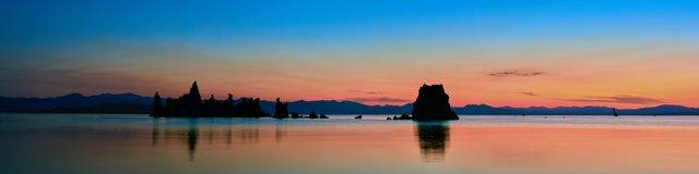 Mono восход солнца озера стоковая фотография rf
