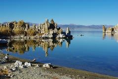 Mono образования берега и tufa озера Стоковые Изображения RF