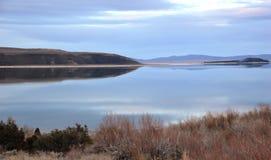 Mono отражение вечера озера Стоковая Фотография RF