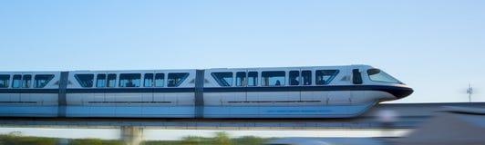 Mono поезд рельса на высоком следе Стоковые Фотографии RF