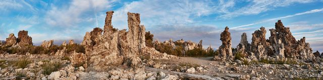Mono cidade da pedra do lago fotos de stock