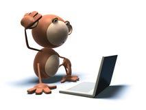 Mono con una computadora portátil Imágenes de archivo libres de regalías
