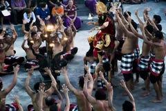 Mono 07 de Kecak del fuego de la danza de la tradición de Bali 10 2015 Imagenes de archivo