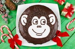 Mono de la torta de chocolate Imagenes de archivo
