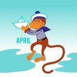 Mono divertido con un barco de papel Imagen de archivo