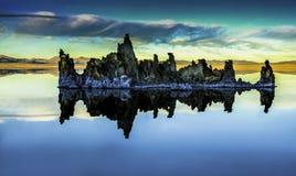 Mono jeziorny południowy Tufa w Kalifornia fotografia royalty free