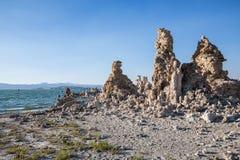 Mono jezioro z tufa skałą w Mono okręgu administracyjnym, Kalifornia, usa Fotografia Royalty Free