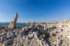 Mono jezioro z tufa skałą w Mono okręgu administracyjnym, Kalifornia, usa Zdjęcie Stock