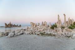 Mono jezioro z tufa skałą w Mono okręgu administracyjnym, Kalifornia, usa Fotografia Stock