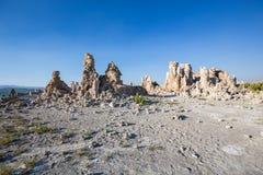 Mono jezioro z tufa skałą w Mono okręgu administracyjnym, Kalifornia, usa Obrazy Stock