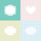 Mono línea plantilla del diseño gráfico - etiquetas e insignias en fondo decorativo con el modelo inconsútil simple Ilustración d Foto de archivo libre de regalías