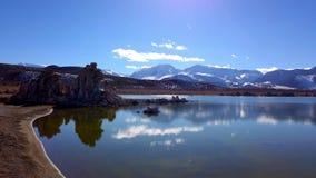 Mono lago Califórnia com suas colunas do tufo - fotografia do curso filme