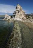 Mono lago e tufo Fotografia Stock