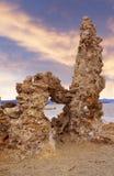 Mono lago. Torretta del tufo. immagini stock libere da diritti
