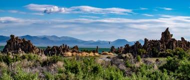 Mono lago, tufo del sud, valle di Owens, California fotografia stock libera da diritti