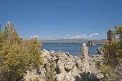Mono Lake in Sierra Nevada mountains Royalty Free Stock Photos