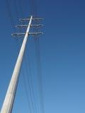 Mono palo della trasmissione elettrica ad alta tensione Immagini Stock