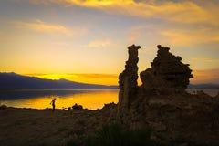 Mono puesta del sol del lago imagen de archivo