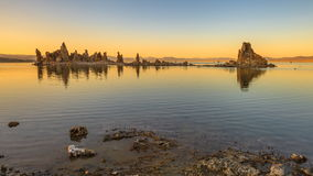 Mono puesta del sol del lago metrajes