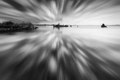 mono reflexion för lake Arkivbild