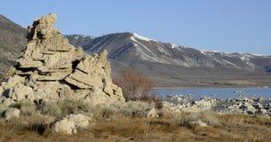 Mono rocas del lago, California, los E.E.U.U. Imágenes de archivo libres de regalías
