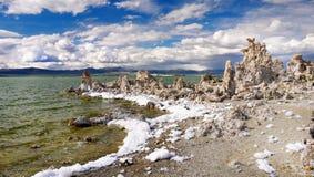 Mono sjö, Sierra Nevada, miljö Kalifornien Arkivbild