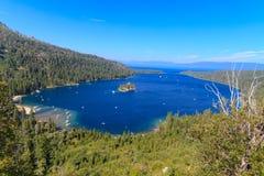 Mono sjökust- och Tufabildande, Kalifornien arkivfoto
