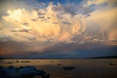 mono solnedgång för lake Royaltyfri Bild