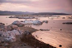 mono solnedgång för lake Royaltyfria Bilder