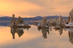 mono solnedgång för lake Arkivbilder
