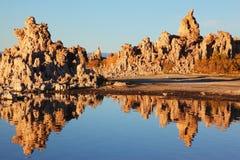 mono tufa för lake Arkivbilder