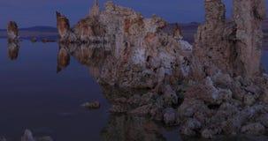 Mono tufi del lago su alba video d archivio