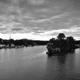 Monochromatic sceneria przy zbieżnością rzeki Labe i Ohre od bridżowego Tyrsuv najwięcej w Litomerice mieście w lato czeskim kraj Obraz Royalty Free