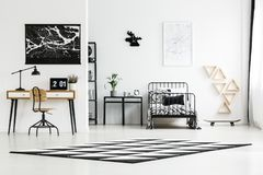 Monochromatic sovrum för tonåring Royaltyfria Bilder