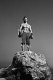Monochromatyczni strzały srogi męski bokser trenuje outdoors obraz royalty free